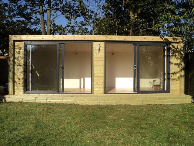 Oficinas y despachos de madera para el jard n for Jardines exteriores para oficinas